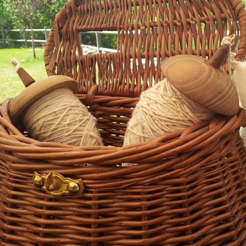 husos de hilar de mundo lanar en la Fiesta de la Trashumancia de Oncala
