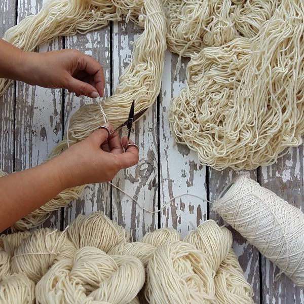 Preparando lana para teñir