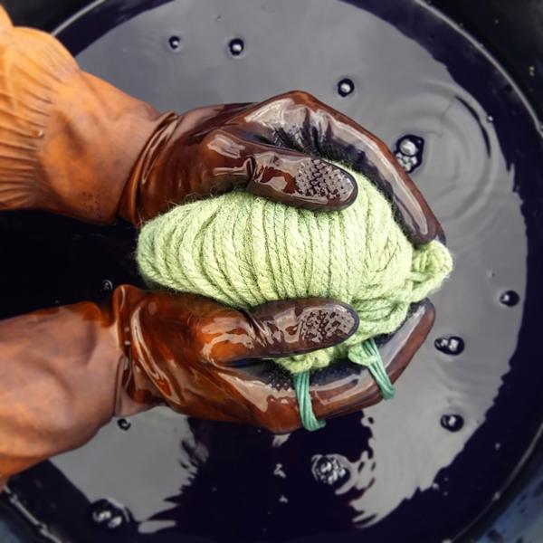 Tiñendo lana con índigo