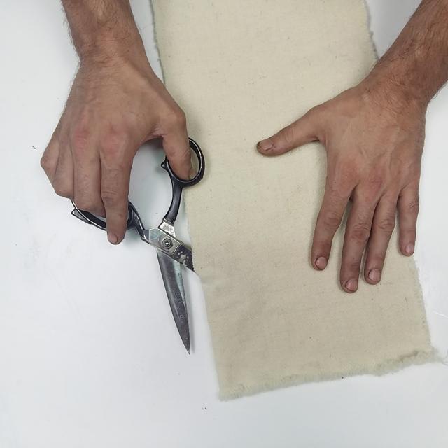 cortando-telas-para-proyectos-de-ecoprint