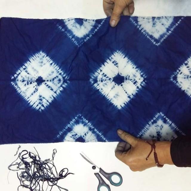 Proyecto Ori Nui & Kumo de Shibori con Índigo realizado por Julia_The dyer's House_Escuela de Fibras & Tintes Naturales