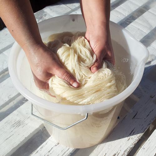 Humedeciendo las fibras