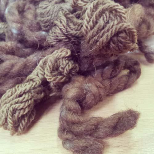 lanas teñidas con nogal