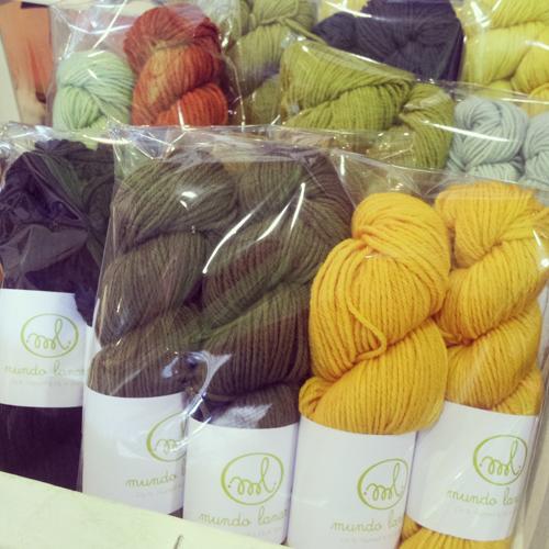 lana orgánica teñida con tintes naturales