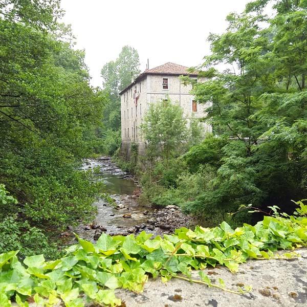 Casa junto al río