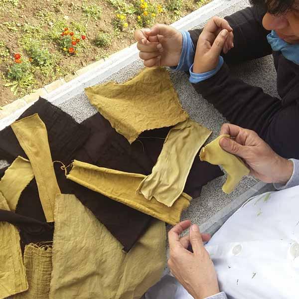 Analizando con Zenentí muestras de algodón teñidas con tintes naturales