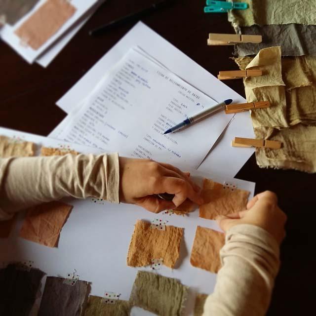 elaboracion-de-muestrario_curso-de-tintes-naturales-en-algodon-de-mundo-lanar-en-the-dyers-house