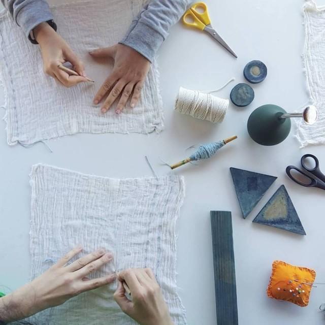 Slow Design Shibori con Índigo_Itajime_The Dyer's House_Escuela de Fibras & Tintes Naturales